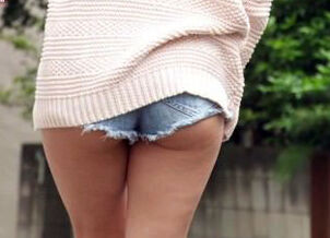 Asian upskirt no panties